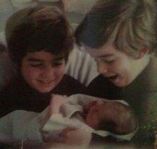 Mis hermanos y yo recién nacida