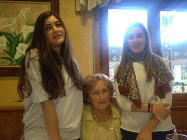 Mi abuela, mi primea Tere y yo :)