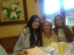 Mi abuela, mi prima Tere y yo :)